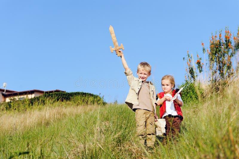 Barn som tillsammans leker arkivbilder