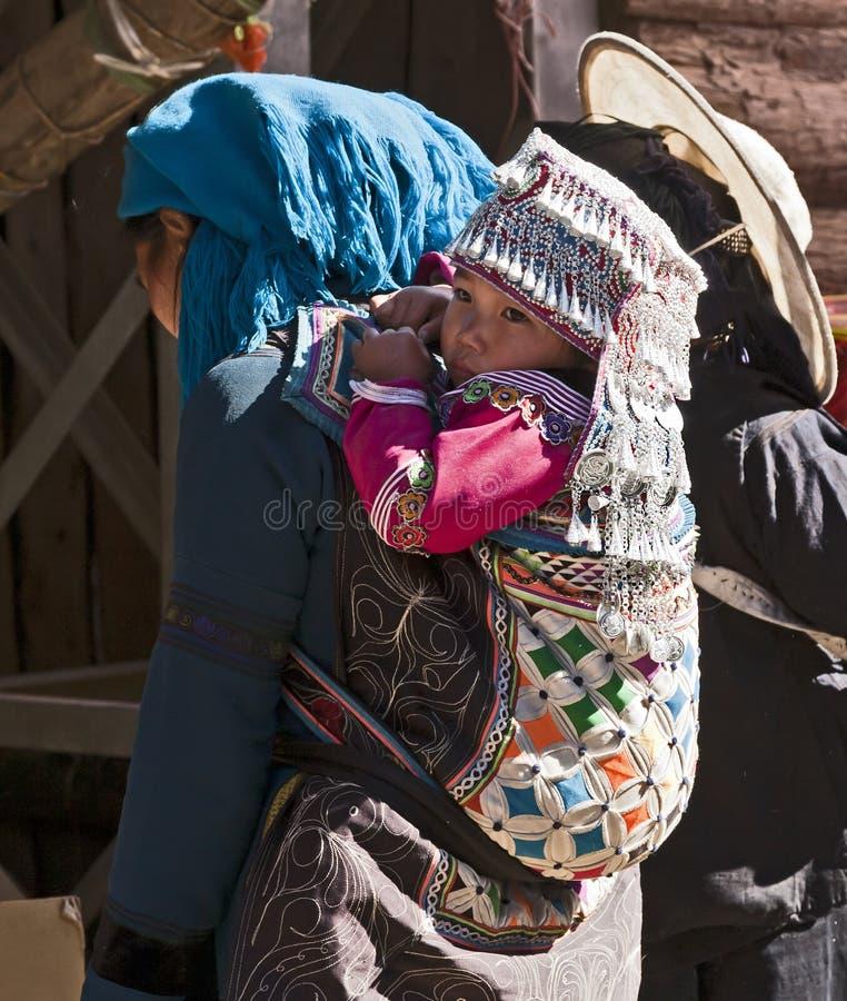 barn utarbetar den headwear hanien arkivbild