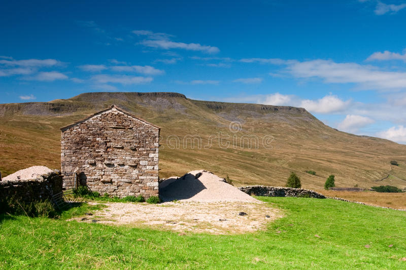 Download Barn in Yorkshire Dales stock photo. Image of quiet, organic - 16573670