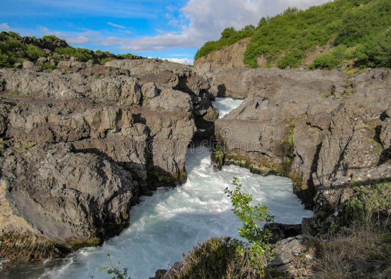 Barnafossar: serie di rapide sul fiume del ¡ di HvÃtÃ, regione di Borgarfjordur, Islanda ad ovest, Europa immagine stock