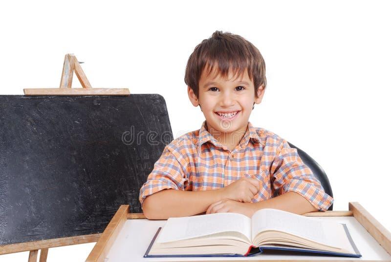 Barnaktiviteter framtill av det små brädet mig arkivfoto