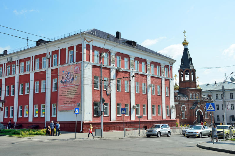 Barnaul Ryssland, Augusti, 17, 2016 Barnaul co-operativehögskola royaltyfria foton