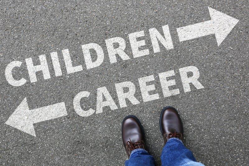 Barnbarnungar rusar affärsidé för framgångjobbarbete royaltyfria foton