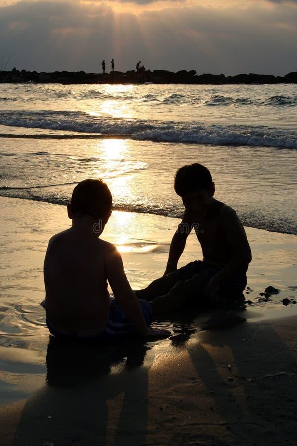 Download Barndom arkivfoto. Bild av lopp, sjösida, livstid, kamratskap - 503980