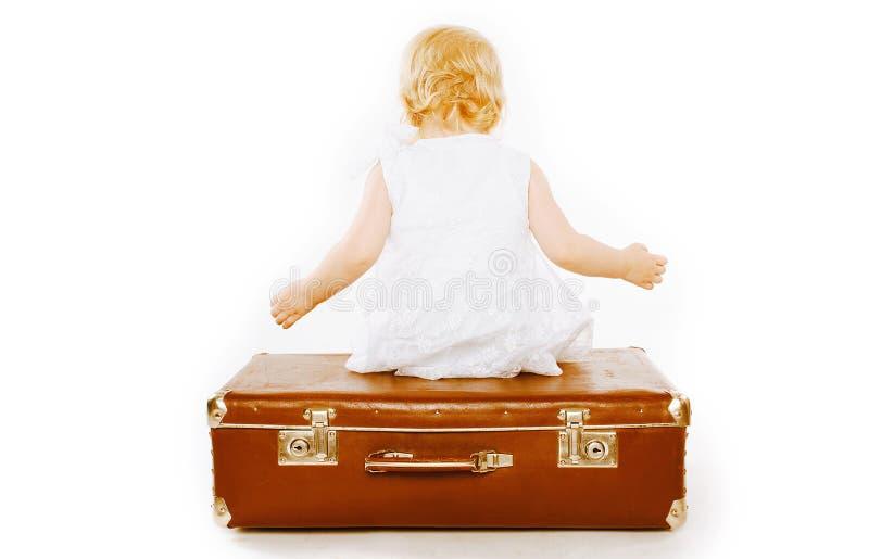 Barndom, familjlopp och folkbegrepp - litet barn royaltyfria bilder