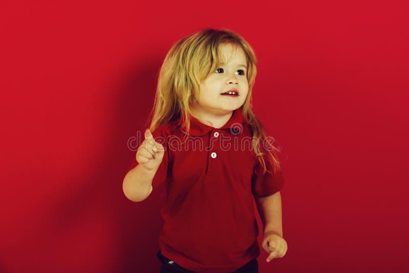 Barndom och lycka, känsla och sinnesrörelser, idé, gest, affär royaltyfria bilder