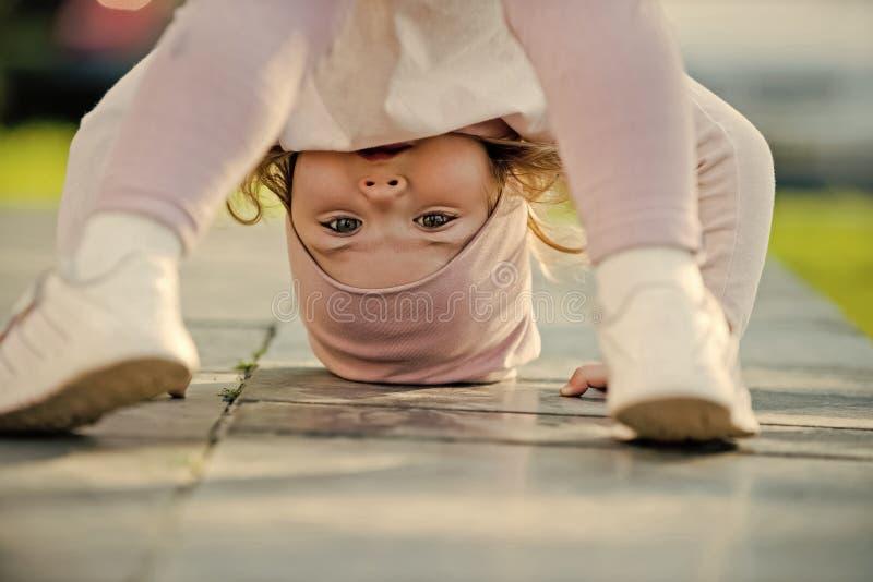 Barndom rast, livsstil Aktivitet energibegrepp royaltyfri foto