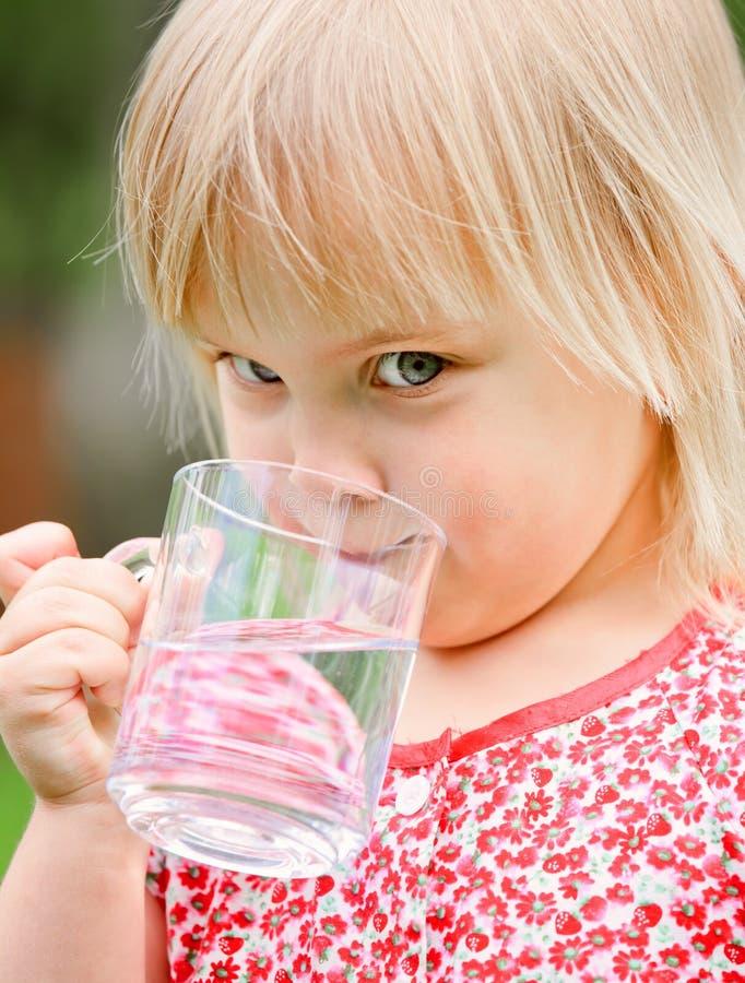 Barndricksvatten arkivbilder