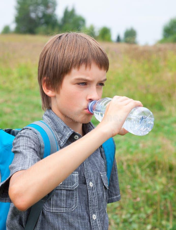 Barndricksvatten, medan resa royaltyfria bilder