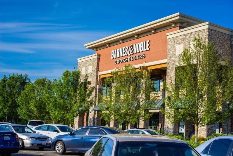 Barnes и благородный вход магазина стоковое изображение