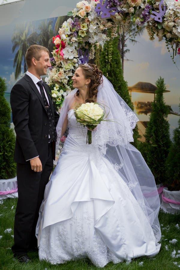 Barnet ansar och bruden royaltyfri foto