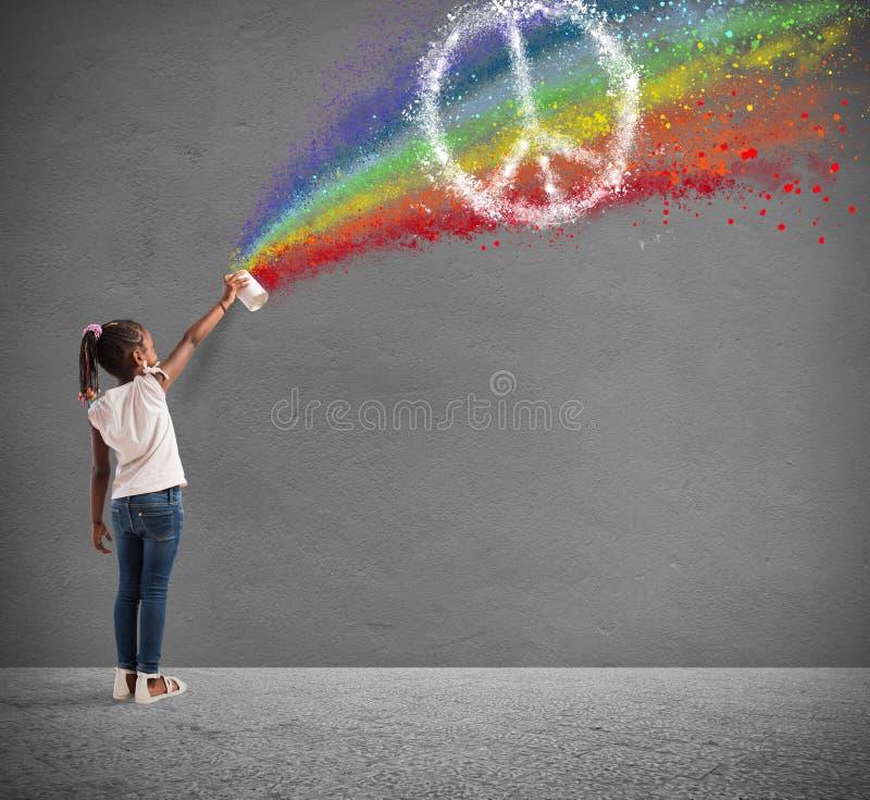 Barnet drar med sprej färgen av fred royaltyfri fotografi