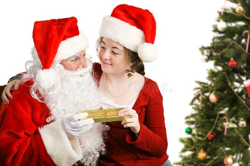 Barnet får julklapp från Santa royaltyfri bild