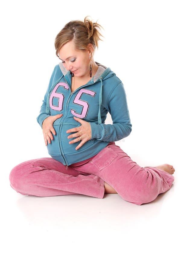 barnet hands holdingen den gravida ofödda kvinnan arkivbilder