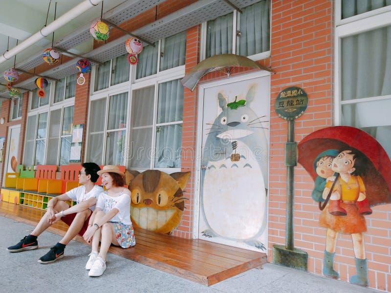 Barnet kopplar ihop i det Taiwan loppet fotografering för bildbyråer