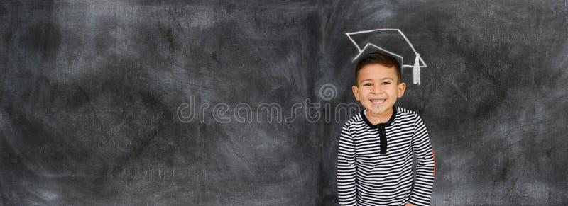 Barnet på skolar royaltyfri foto