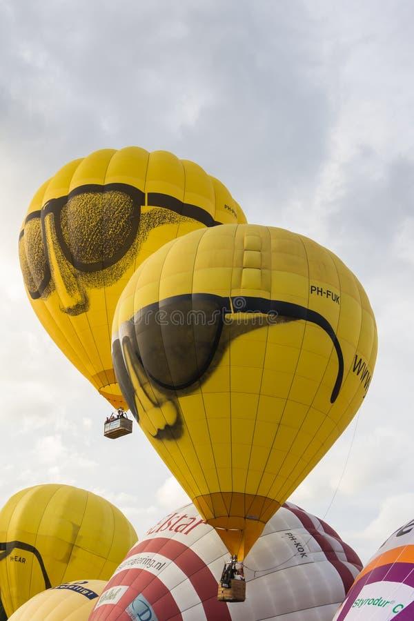 BARNEVELD, НИДЕРЛАНДЫ - 28-ОЕ АВГУСТА: Красочные животики воздушных шаров стоковое изображение