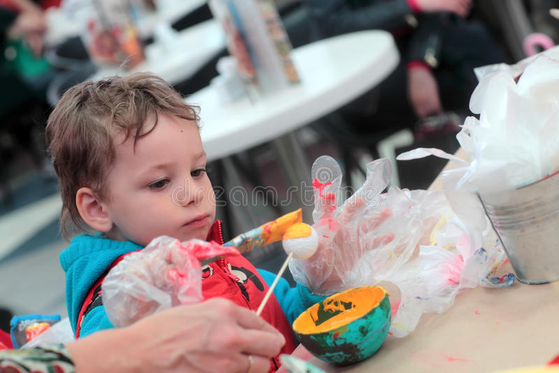 Barnfärgläggningboll fotografering för bildbyråer