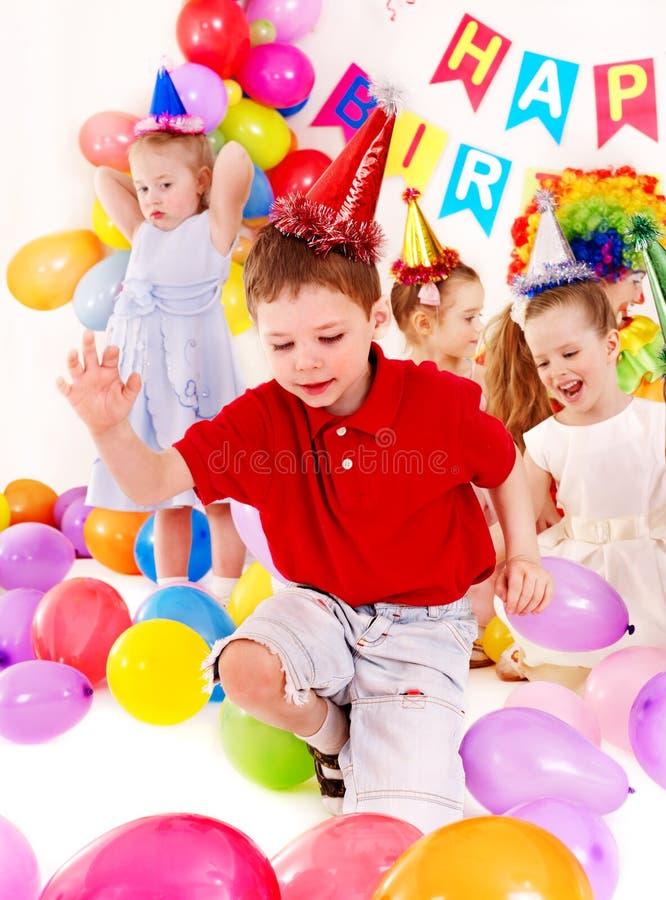 Barnfödelsedagparti. arkivfoton