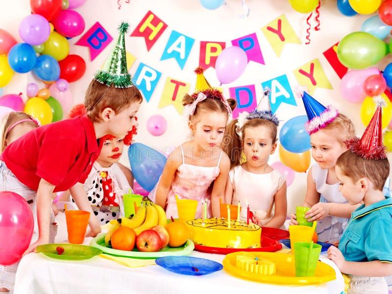 Barnfödelsedagparti. arkivbild