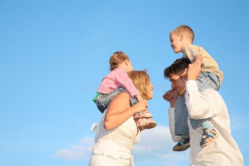barnföräldrar fotografering för bildbyråer