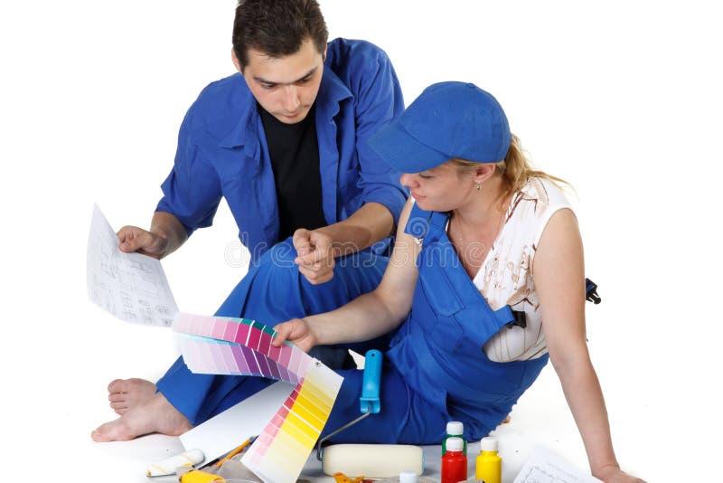barnfamiljen planerar barn för reparationslokal s arkivfoto