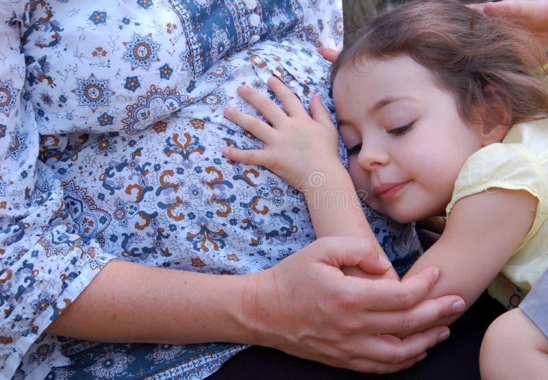 barngravid kvinna arkivfoto