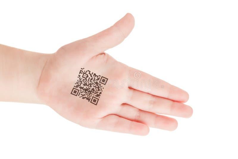 Barnhand med QR-kod av genetiska experiment Klon av DNA:t och den mänskliga genom konstgjord intelligens fotografering för bildbyråer