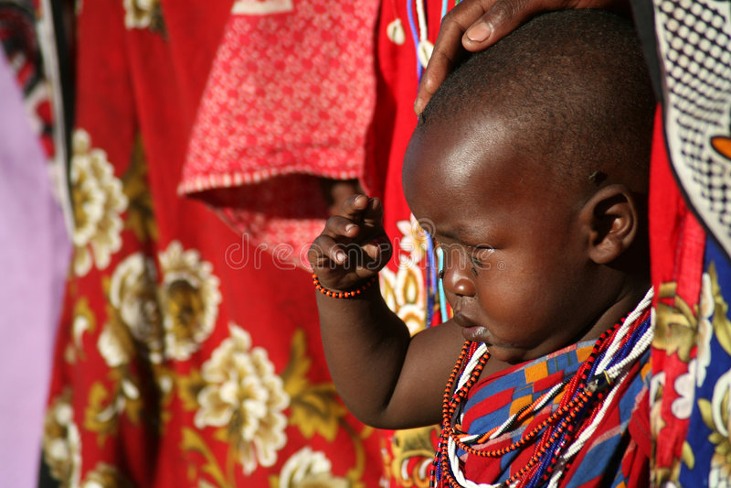 barnkenya masai royaltyfri bild