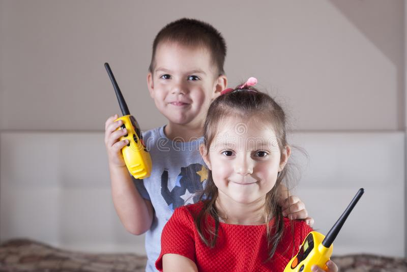 Barnlek med walkie-talkie royaltyfria foton