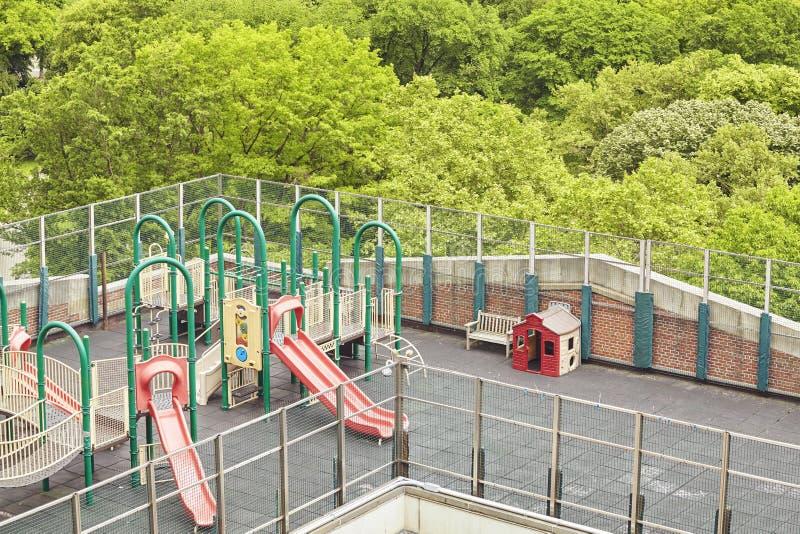 Barnlekplats på ett tak i New York City royaltyfri fotografi
