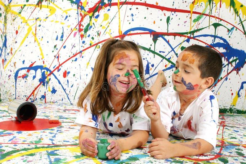 Download Barnmålarfärg arkivfoto. Bild av kusin, familj, mess, målarfärg - 986870