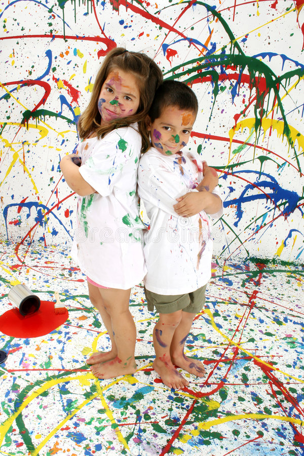 Download Barnmålarfärg arkivfoto. Bild av familj, smutsigt, gyckel - 986904
