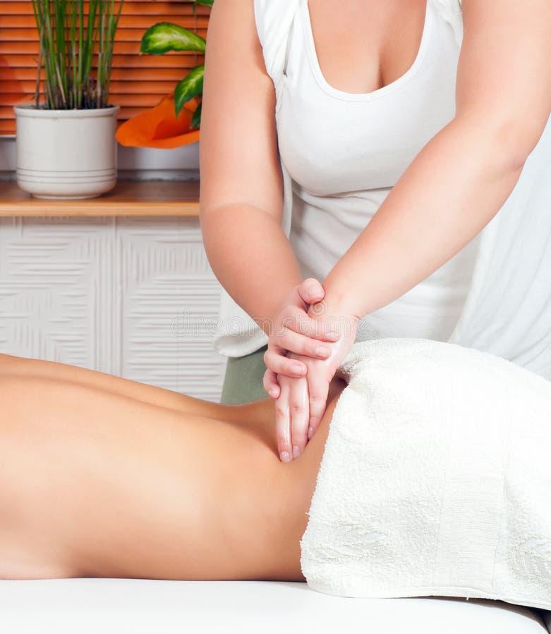 Download Barnmassageterapeut Som Ger En Massage Arkivfoto - Bild av livsstil, skincare: 76703734
