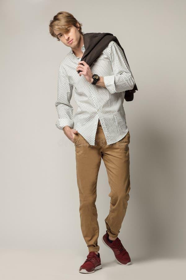 Barnmodell som bär elegant kläder royaltyfri fotografi