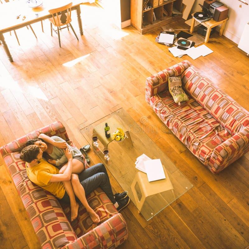 Barnparkel på soffan royaltyfri bild