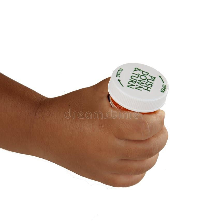 barnsäker holding för flaskbarn royaltyfri bild