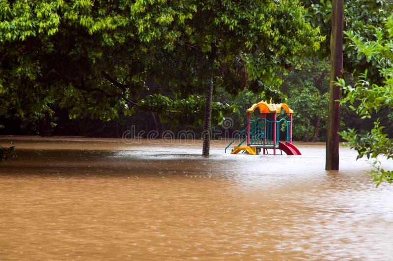barns översvämningslekplats under vatten arkivfoto
