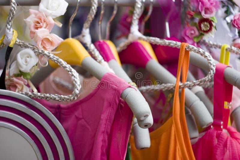 Barns klänningar arkivbilder