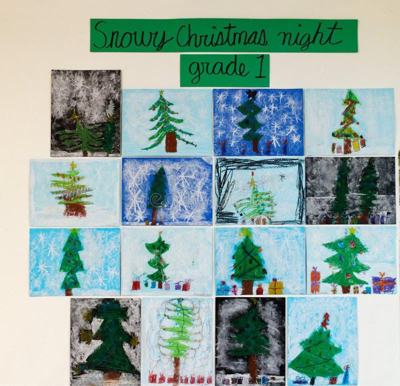 Barns konst - snöig julnatt royaltyfri fotografi