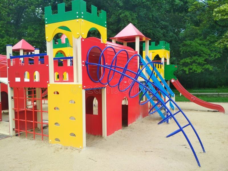 Barns lekplats, Kamenets-Podolsky, Ukraina royaltyfri bild