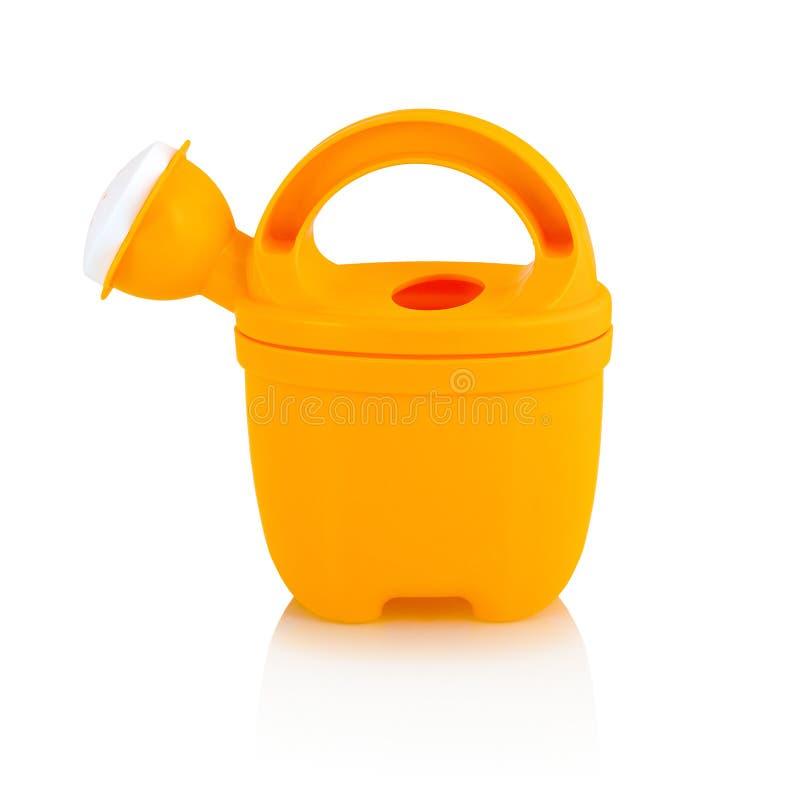 Barns lilla plast- kan bevattna isolerat på den vita bakgrunden med skuggareflexion Bevattna-kan leksaken royaltyfria bilder