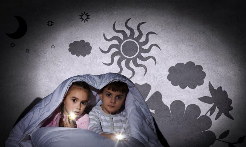 Barns mardrömmar fotografering för bildbyråer