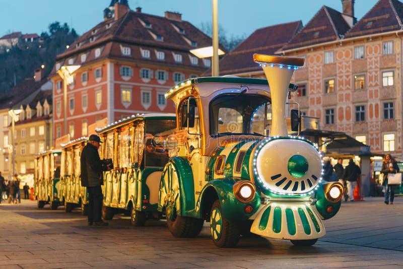 Barnstiglösdrevet i Graz huvudsaklig jul marknadsför framme royaltyfri bild