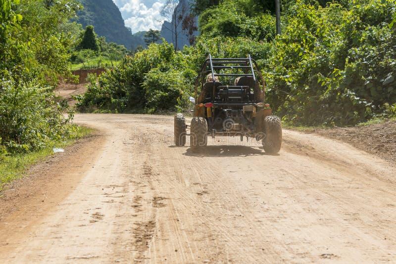 Barnvagnen turnerar Vang Vieng royaltyfria bilder