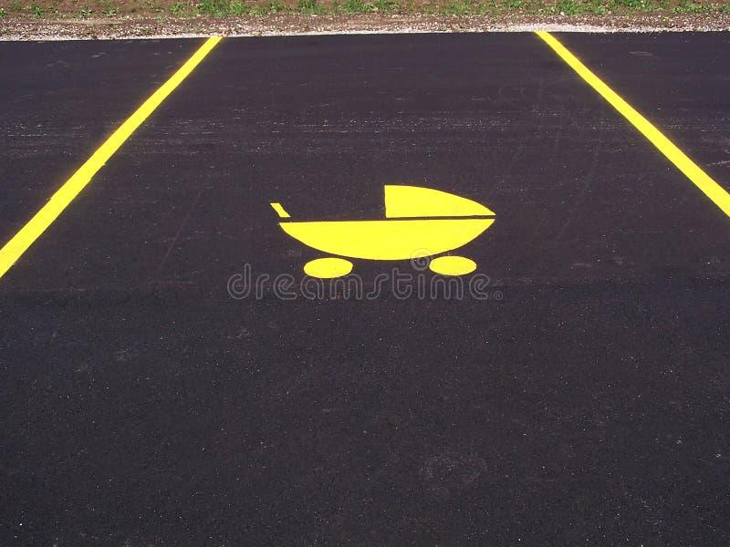 Download Barnvagnparkering fotografering för bildbyråer. Bild av vagn - 281511