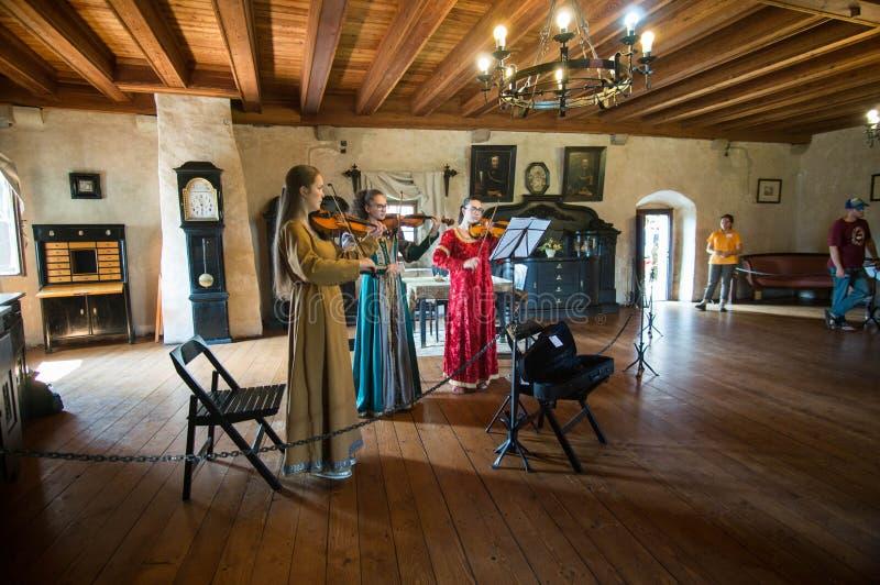 Barock musik i slotten arkivfoto