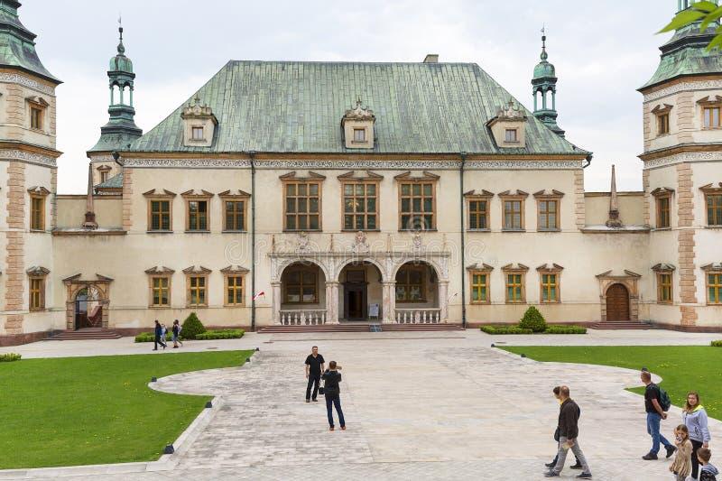 barock slott för 17th århundrade av de Krakow biskoparna i Kielce, Polen royaltyfria bilder