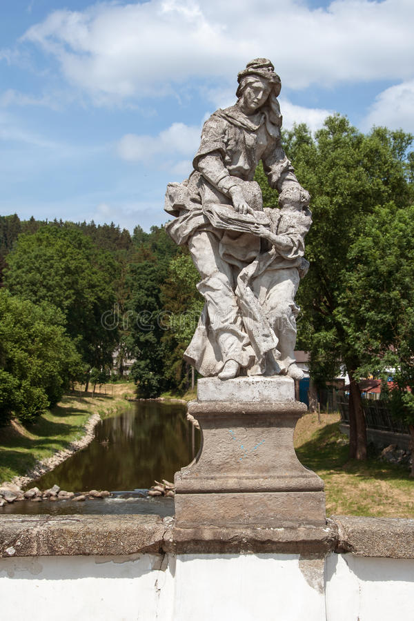 Barok standbeeld van St Anna en Mary op een brug in Namest-nad Oslavou stock foto's