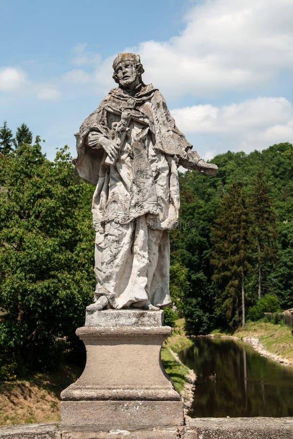 Barok standbeeld van St John van Nepomuk op een brug in Namest-nad Oslavou royalty-vrije stock foto
